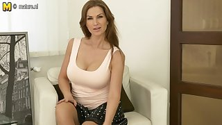 Clamminess Hot Mom Playing With Herself - MatureNL