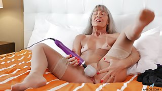 Hurtful granny Leilani Lei spreads her legs to play with a vibrator