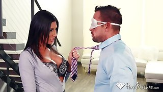 Johnny Ch�teau fucks super sexy housewife Makayla Cox apposite on eradicate affect kitchen table