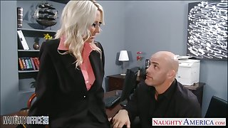 Young employee fucks mature lady boss Emma Starr right atop rub-down the table