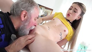 Aged Goes Young - Bonny Vlada splits out in the open her long legs
