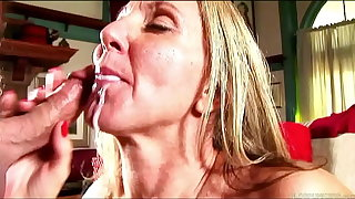 Sexy mature lassie in stockings sucks and fucks for a facial cumshot