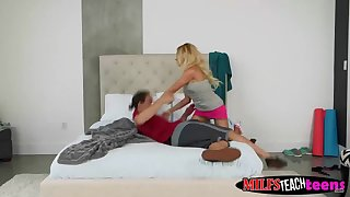 Lucky guy fucking the stepmom and daughter at the same time