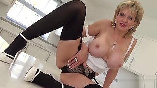 Unfaithful uk milf lady sonia shows off her big confidential