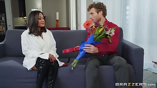 after pussy rubbing away Kaylani Lei can't wait to into exaggerate a get in a hard dick