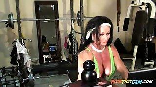 Sexy Female Bodybuilder Cam Tease