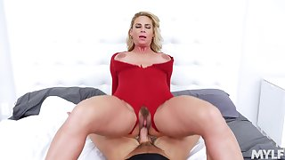 Mart mature tastes sperm after putting trillions of dick inside her