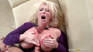 Mature blonde pornstar Alura Jenson with huge work bowels having sex