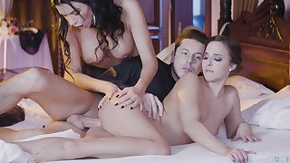Amirah Adara and Ania Kinski celebrate good sex with awesome FFM triple