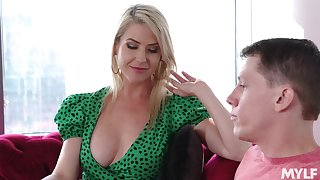 Fabulous busty mart MILF Kit Mercer solely loves some unpredictable intensify doggy fuck