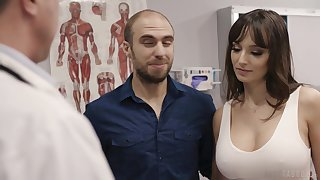 Fucking hot patient Lexi Luna gets her mouth together with pussy fucked via examination
