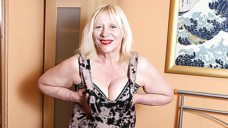 Raunchy British Housewife Effectuation With Her Hairy Make away - MatureNL
