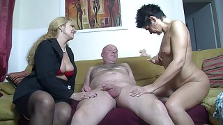 Amateur FFM threesome at home with two cock loving German sluts