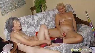 OmaPass Sex-mad lesbian grannies masturbate their pussy